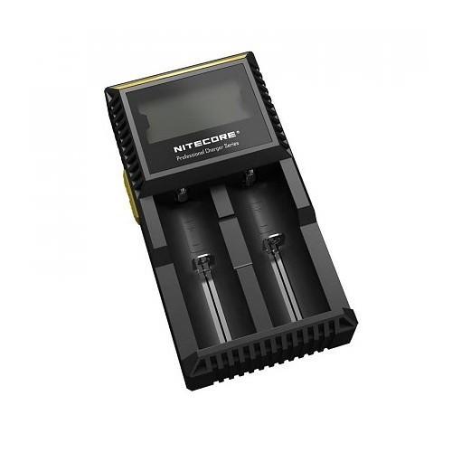 De Nitecore D2 Digicharger is een oplader voor twee 18650 batterijen. Deze is beveiligd tegen omgekeerd plaatsen van de batterijen en tegen overladen.