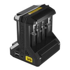 De Nitecore Intellicharger i8is een oplader voor acht 18650 batterijen. Hij is beveiligd tegen omgekeerd plaatsen van de batterijen en overladen.